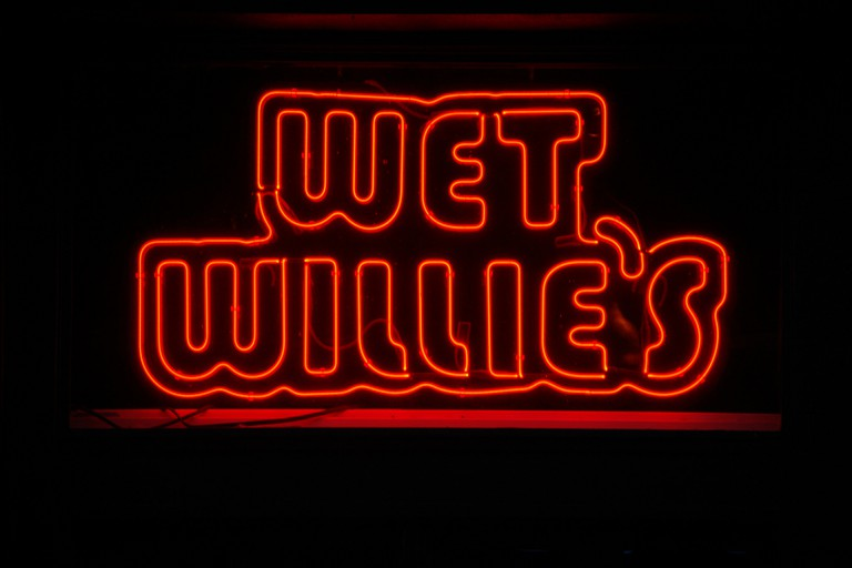 Wet Willie's sign