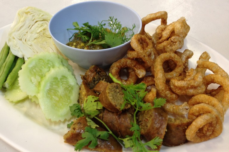 Chiang Mai sausage and pork crackling