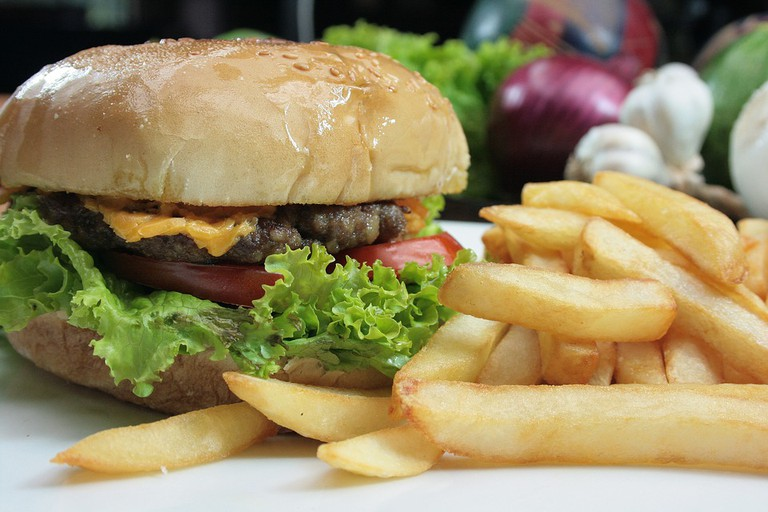 Cheeseburger with fries