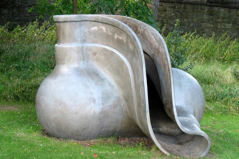 """Kolbenneblok"" (1989) - Bronze sculpture by Tony Cragg, the Scottish National Gallery of Modern Art, Edinburgh"