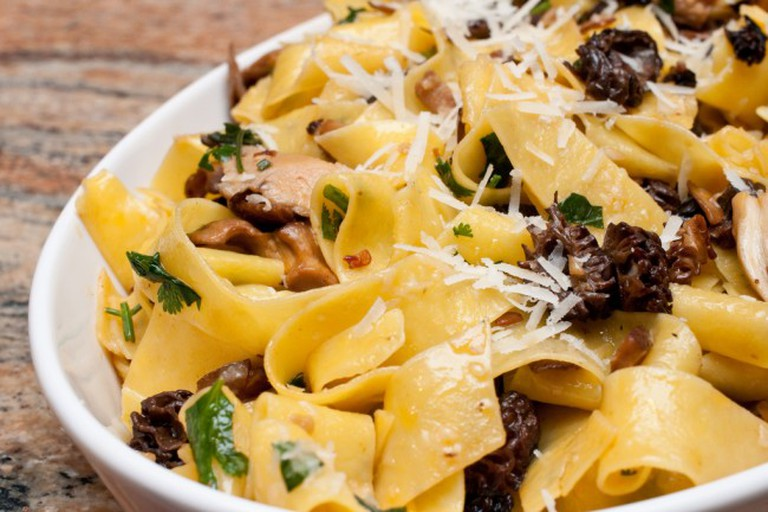Pappardelle with mushrooms and peppers