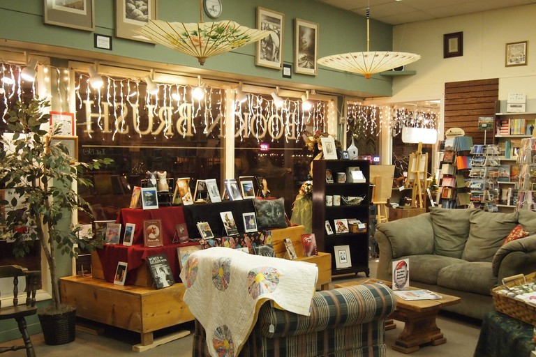 Book 'N' Brush, Chehalis