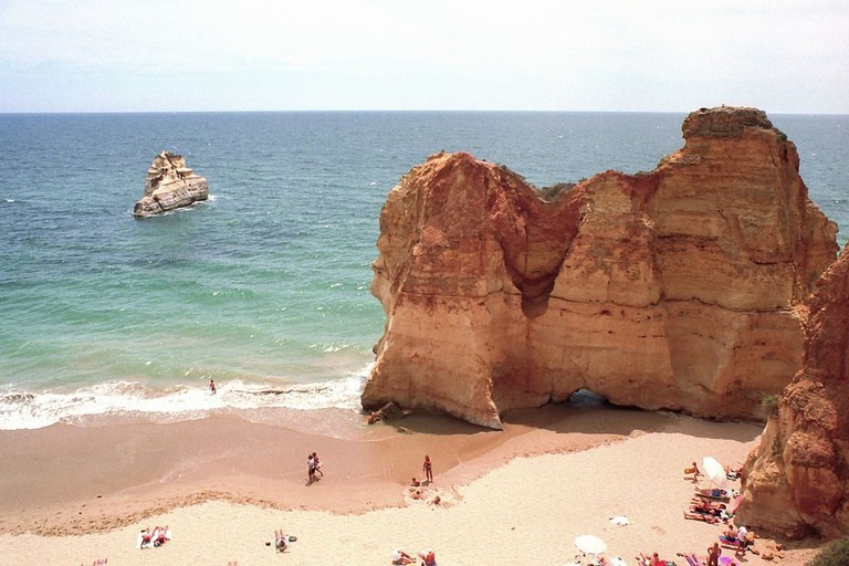 Imagine a night surrounded by Algarve's cliffsides