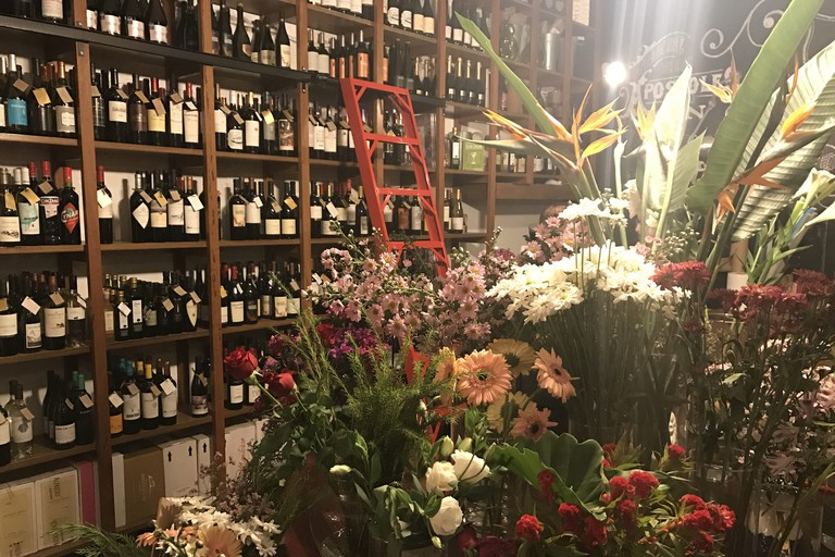 The flower and wine shop in Floreria Atlantico