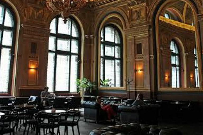 Alexandra Book Café
