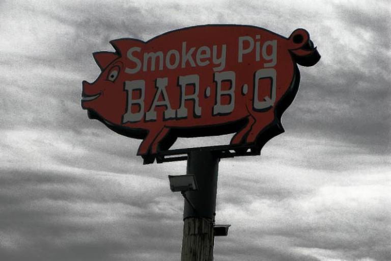 Smokey Pig BBQ sign