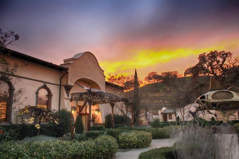 Sculpterra Winery's tasting room at sunset