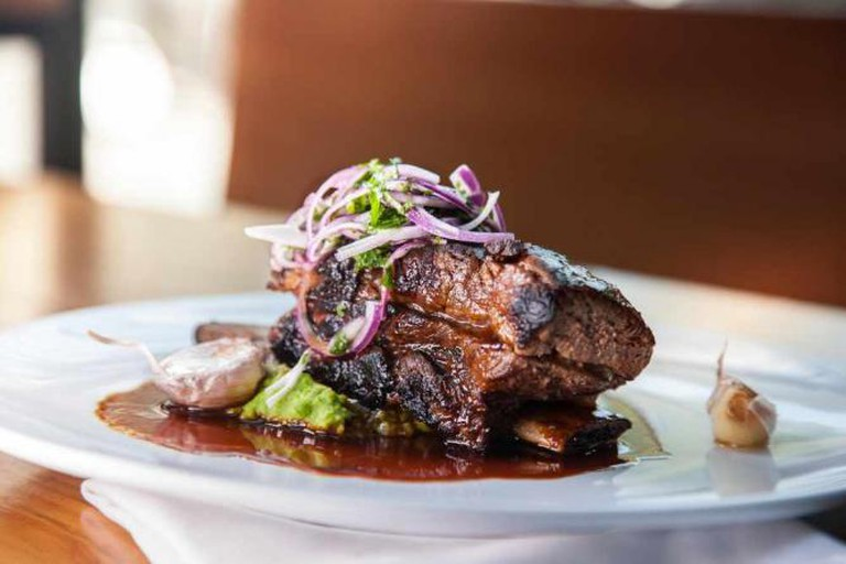 Short beef rib with sauce and onions