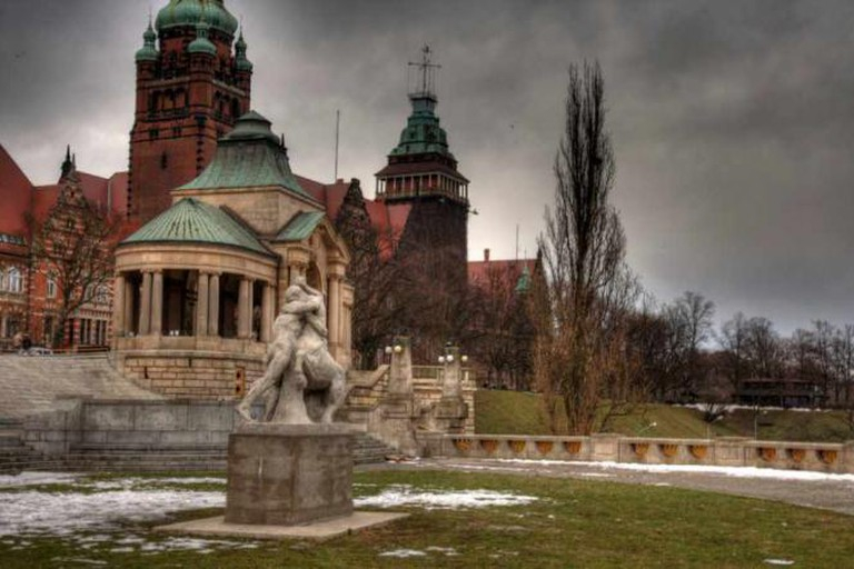 Wały Chrobrego, the location of Columbus