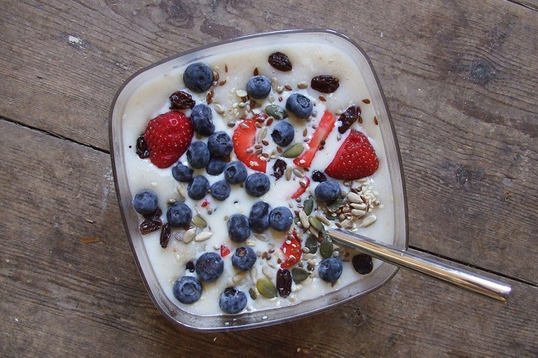 Porridge topped with fresh fruit