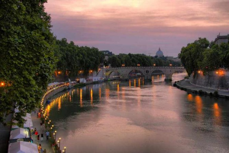 A stretch of Lungotevere