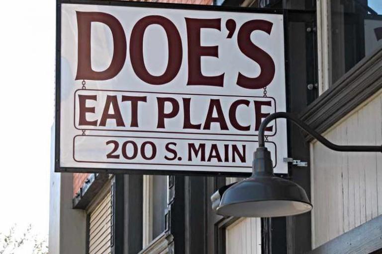Doe's Eat Place