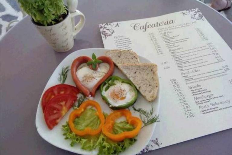Cafaeteria dish