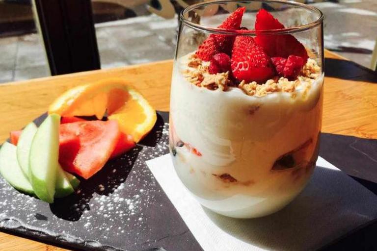 Muesli and fruit