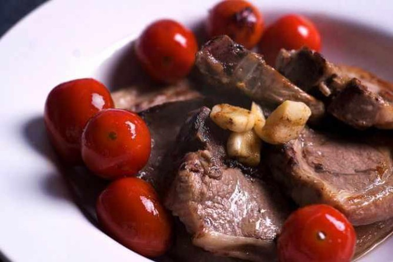 Lamb chops with tomatoes
