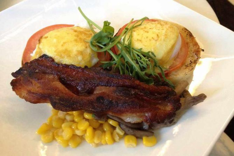 Skyve Sous-Vide eggs Benedict