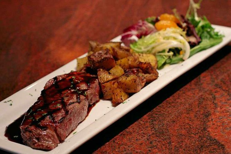 Steak Pommes-Frites presentation