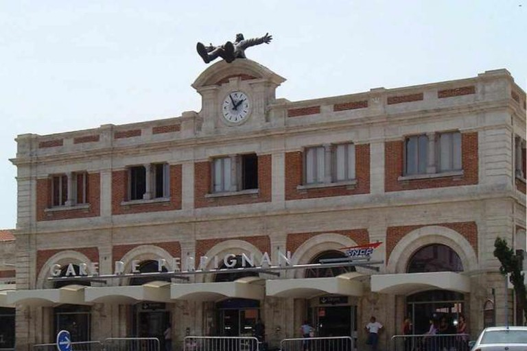 La Gare de Perpignan, with Dalí statue