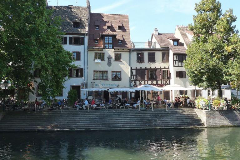 Strasbourg : maison, 4 quai de la Bruche. Construction 1599. Le monument sculpté de la façade est inscrit aux Monuments historiques depuis 1931