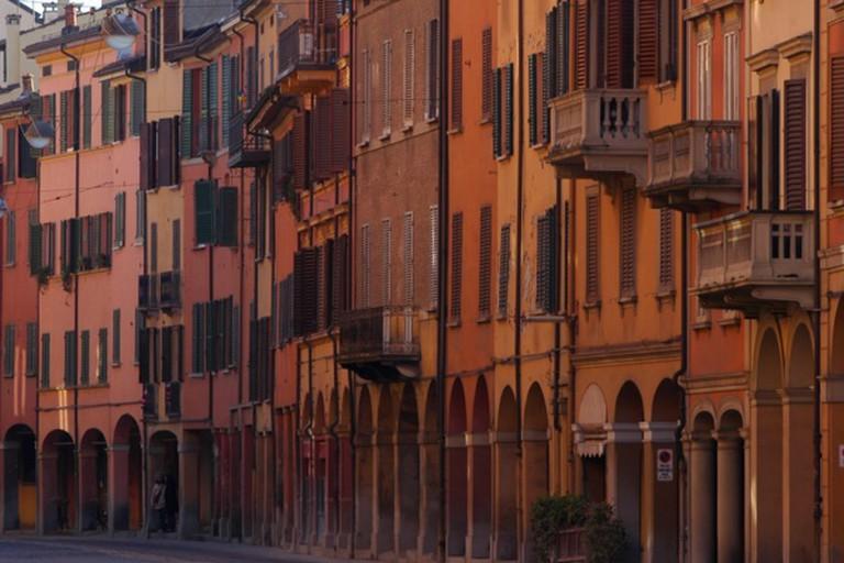Portici in via Saragozza entro le mura