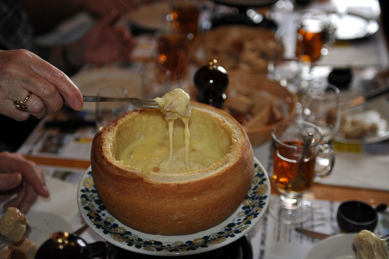 Cheese fondue in bread