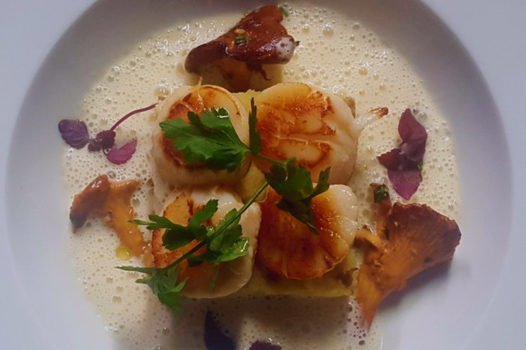 Scallops with wild mushrooms