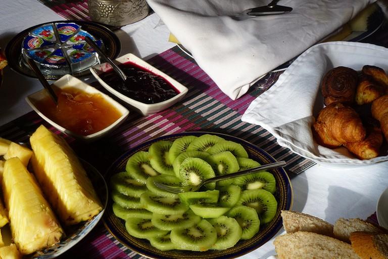 Kiwi, pineapple, figs, cherries or kiwis... Enjoy a five star Champagne breakfast