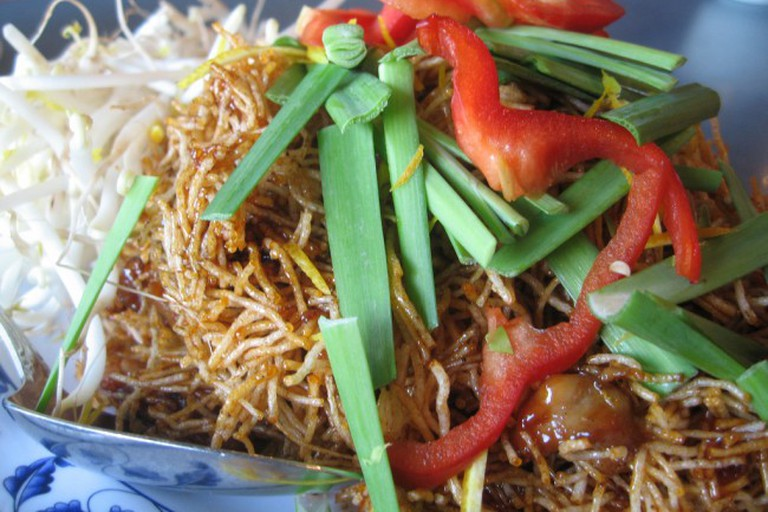 Crispy Noodles and Fresh Vegetables