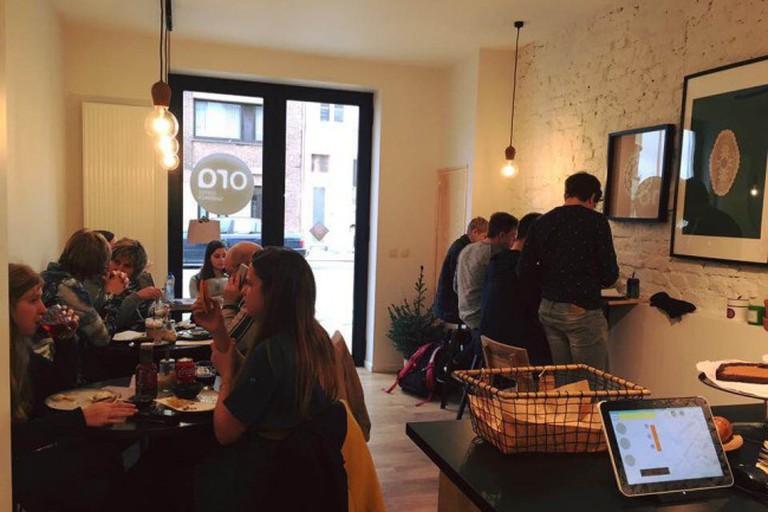 A busy coffee bar ORA
