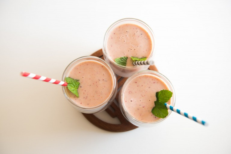 Smoothies with straws