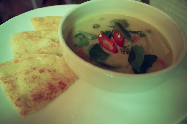 Vegetarian green curry with roti