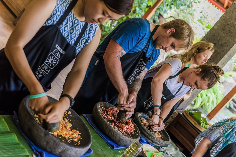 Traditional Balinese cooking class at Casa Luna