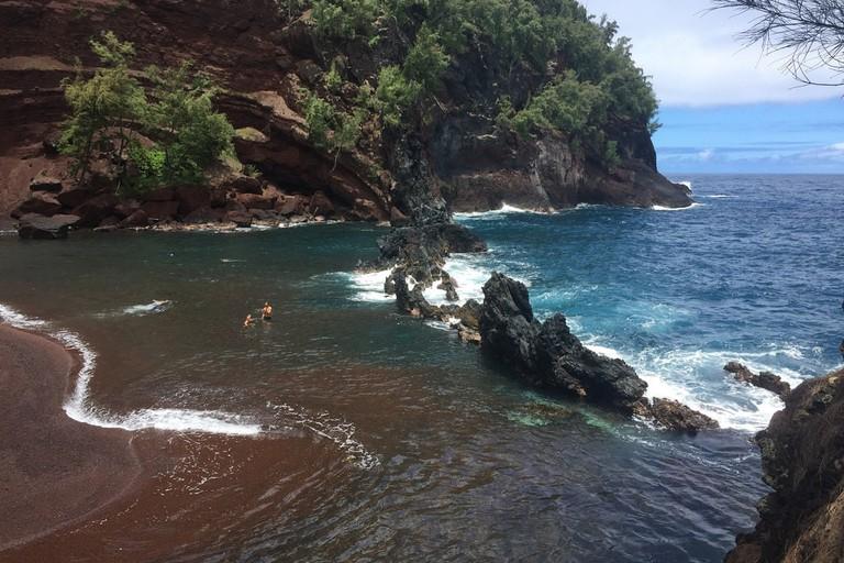 Red Sand Beach Maui | © dianaconnolly101/Flickr