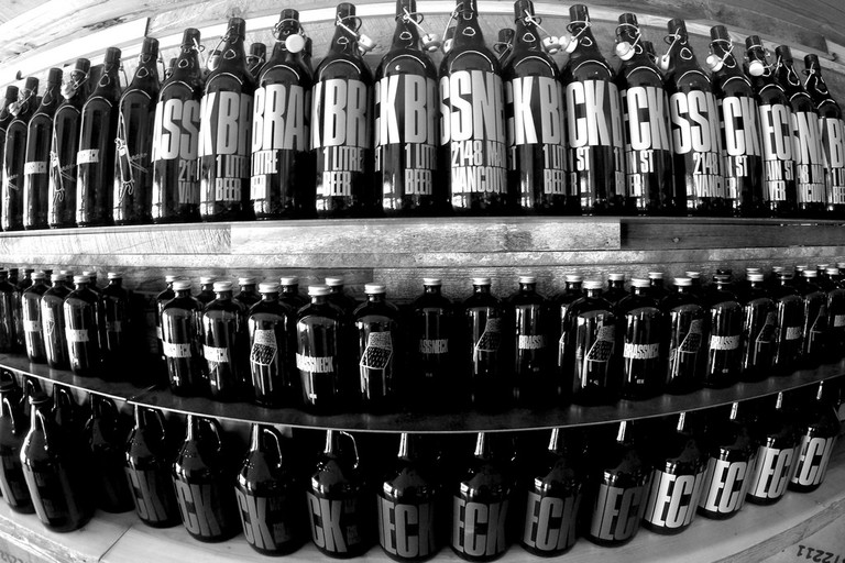 Brassneck Brewery's growler shelf