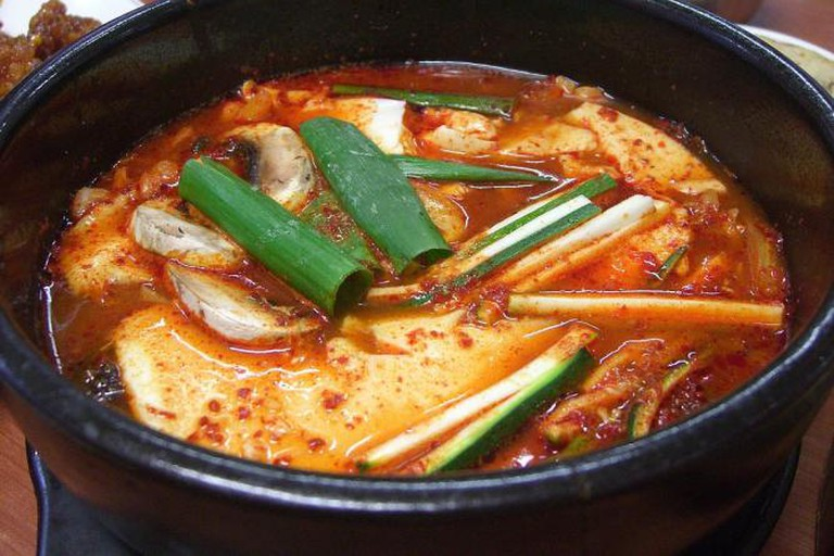56-294380-1024px-korean-stew-sundubu-07