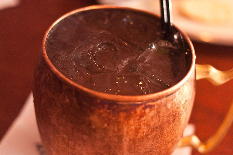 A cocktail composed of vodka, lime juice and ginger beer, served in a copper mug