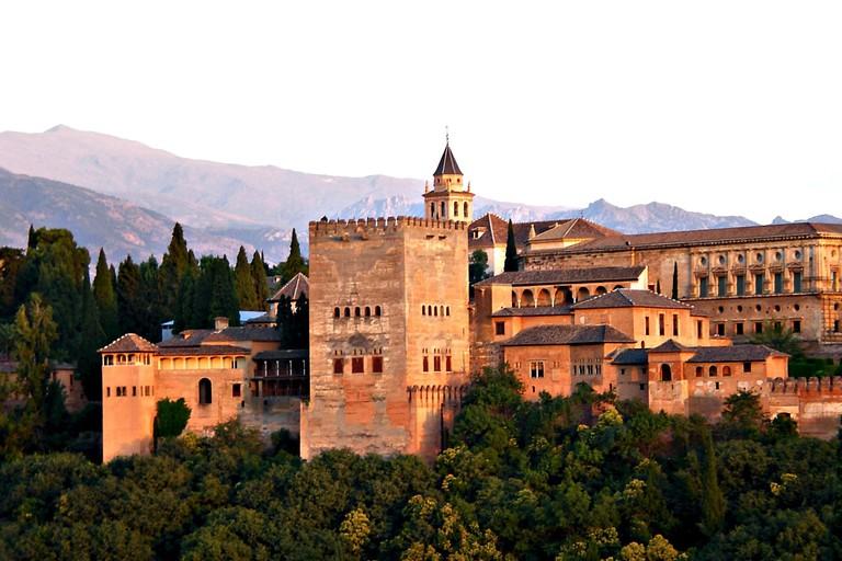 alhambra-2044399_1920