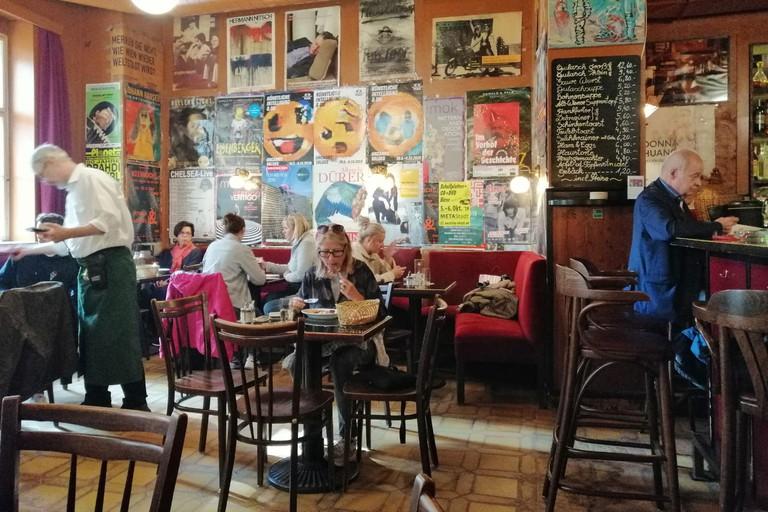 Kaffee Alt Wien opened in 1922