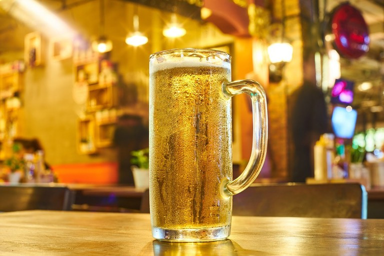 https://pixabay.com/en/beer-entertainment-table-food-photo-2425247/