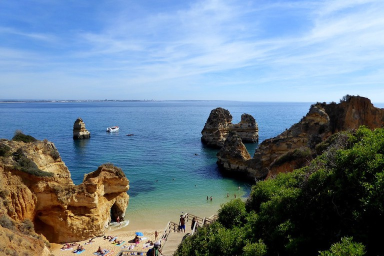 https://pixabay.com/en/booked-lagos-holiday-algarve-rock-2928841/