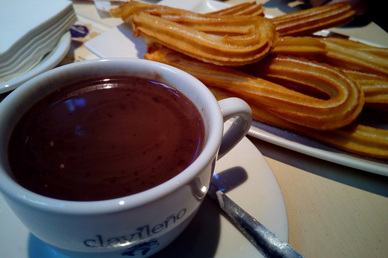 churros-with-chocolate-1114343_640