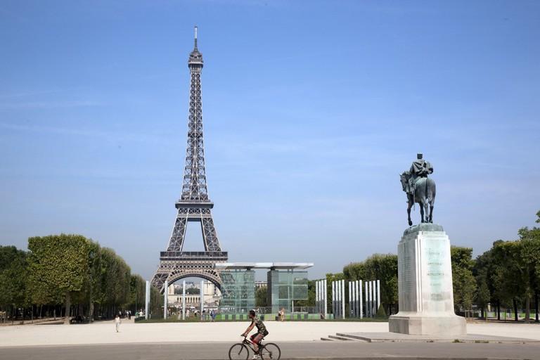 Cycling through the Champ de Mars