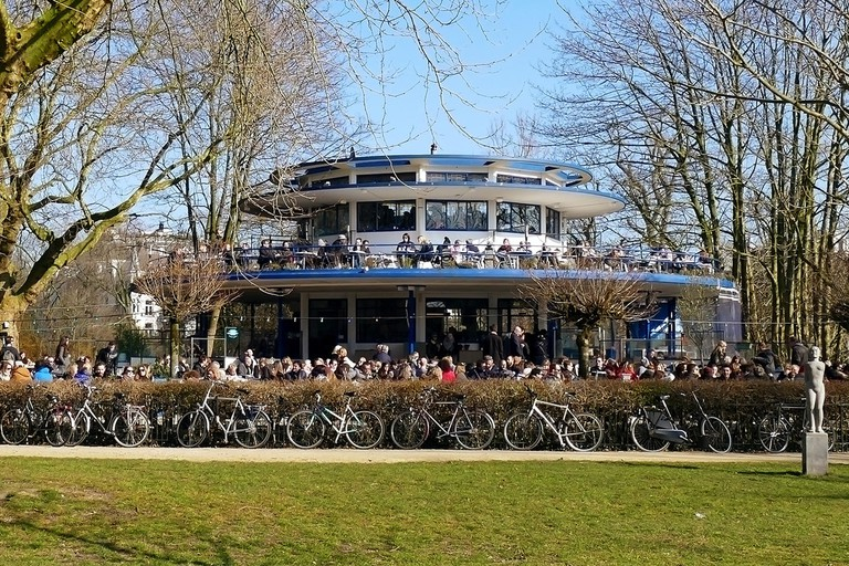 Café 't Blauwe Theehuis was completed in the 1930s and features a two-storey terrace