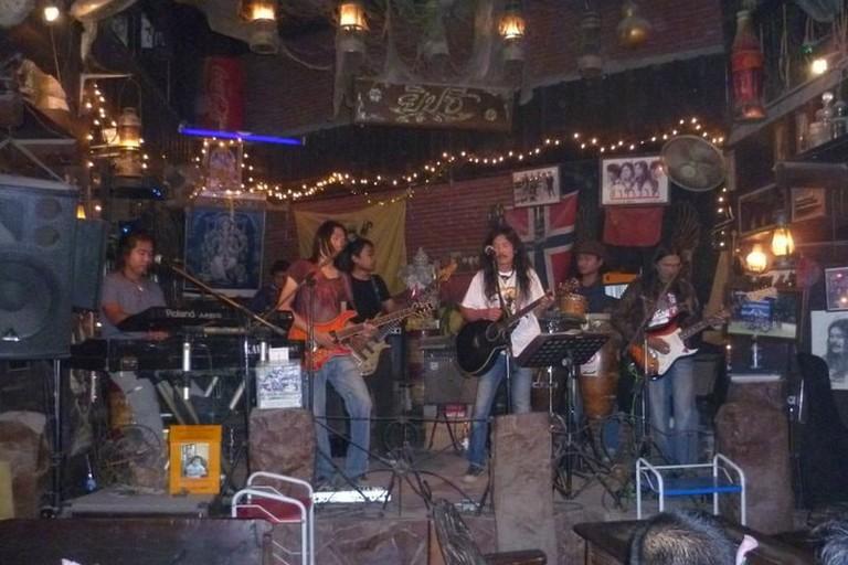 Yipzee Bar in Singburi
