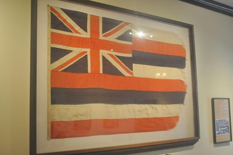 Hawaii_flag_Lahaina_courthouse