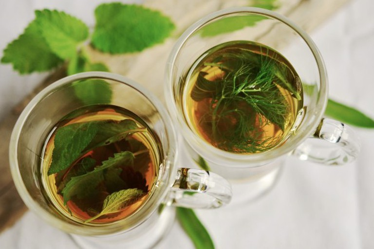 herbal-tea-herbs-tee-mint-pexels-650x405