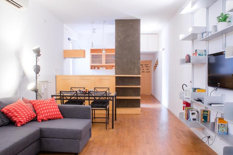 A Testaccio Da Me's simple, bright living space