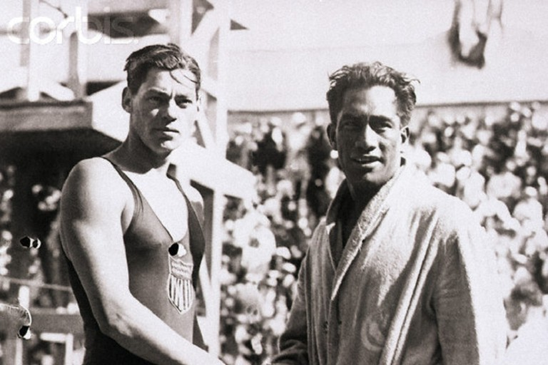 30 Jul 1924, Paris - the 1924 Olympic swimmers Duke Kahanamoku and Johnny Weismuller, both from the United States shake hands | © Public domain / WikiCommons