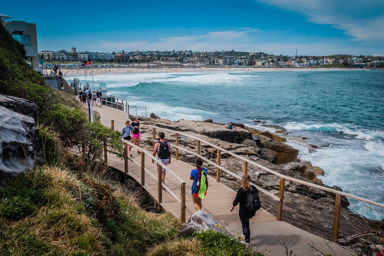 bondi to coogee costal walk in sydney