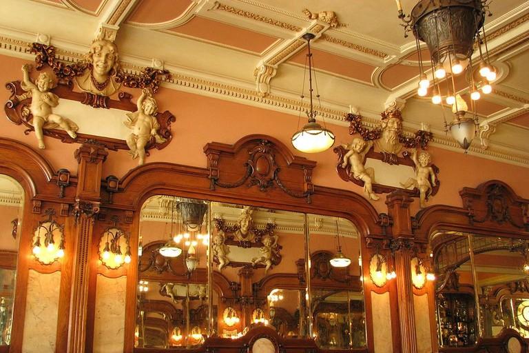 Majestic Café Davitof WikiCommons